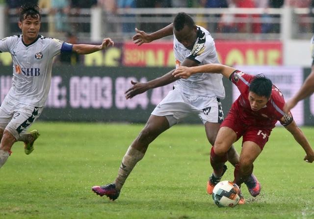 HA Gia Lai bị đội cuối bảng Khánh Hoà áp sát tại V-League - 2