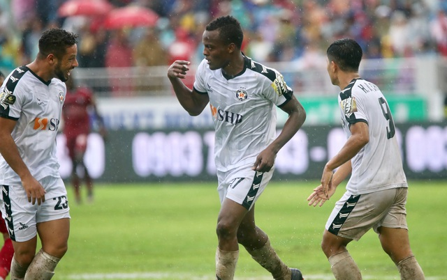 Thắng kịch tính SHB Đà Nẵng, CLB TPHCM giữ chặt ngôi đầu V-League - 1