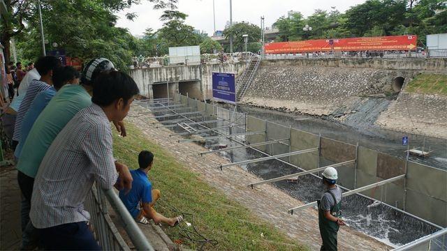 Hà Nội xả nước cuốn trôi kết quả thí nghiệm bằng công nghệ Nhật ở sông Tô Lịch - 2
