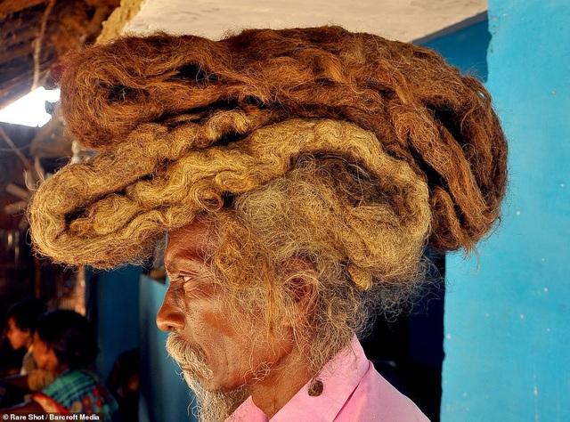 Gặp gỡ người đàn ông 40 năm không gội đầu, không cắt tóc - 1
