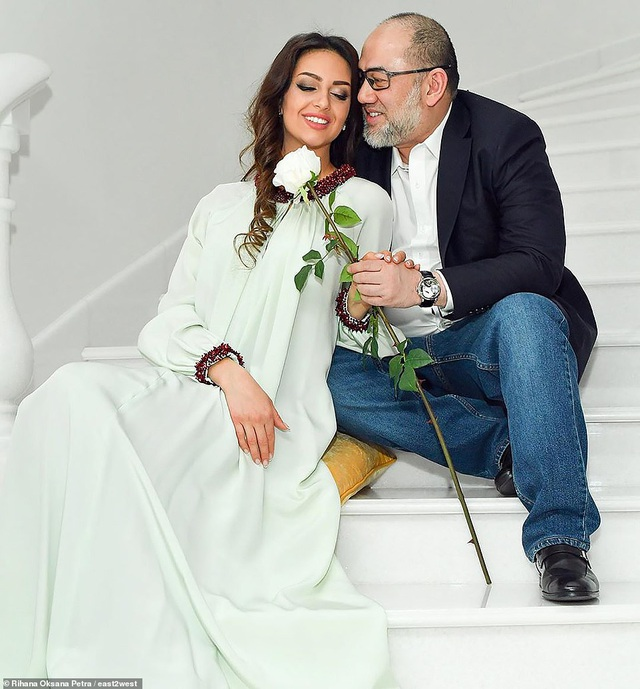 Luật sư lên tiếng về tin đồn cựu Hoa hậu Nga ly hôn cựu vương Malaysia - 1