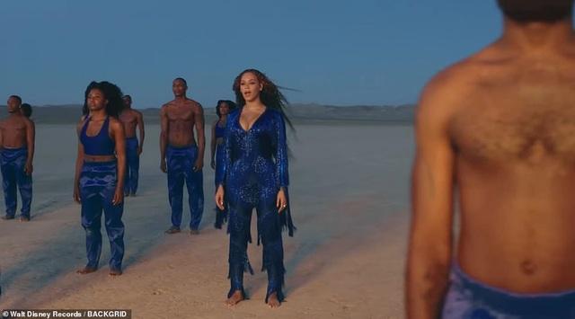 Beyonce thay 10 bộ váy trong MV mới - 6