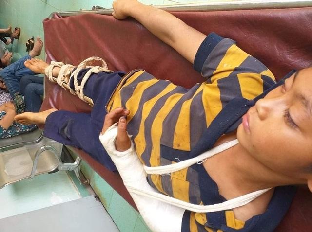 Bé trai 11 tuổi nghi bị hàng xóm đánh đập trọng thương - 1
