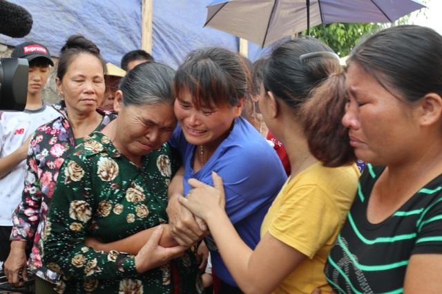 Người phụ nữ 24 năm lưu lạc Trung Quốc không dám tin còn được ôm mẹ ở quê nhà - 1