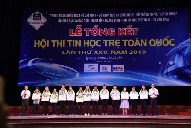 7 gương mặt xuất sắc giành giải Nhất tại Hội thi Tin học trẻ toàn quốc lần thứ 25 - 2