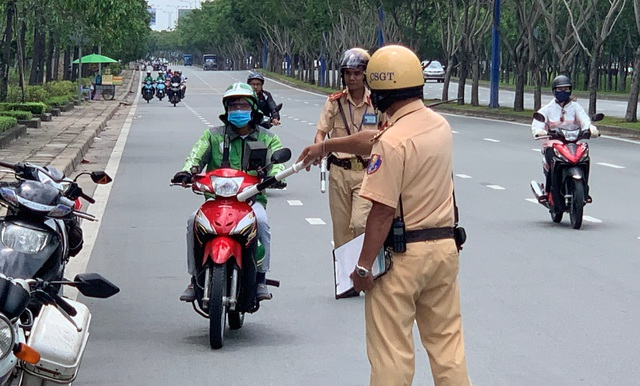 3 days of total inspection of vehicles: a fine of almost one billion VND, a motorcycle that leads to a violation - 8