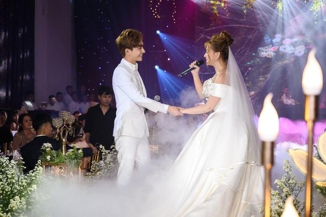 Ca sĩ Thu Thủy và chồng kém 10 tuổi hạnh phúc trong tiệc cưới - 20