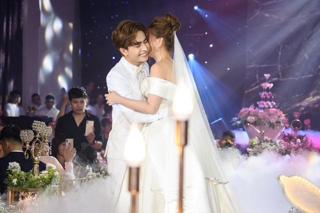 Ca sĩ Thu Thủy và chồng kém 10 tuổi hạnh phúc trong tiệc cưới - 22