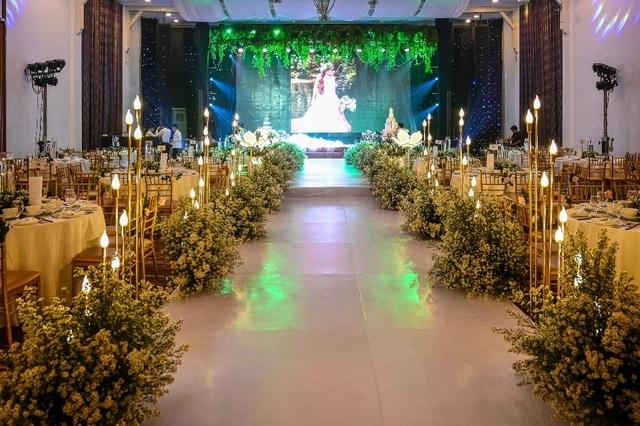 Ca sĩ Thu Thủy và chồng kém 10 tuổi hạnh phúc trong tiệc cưới - 1