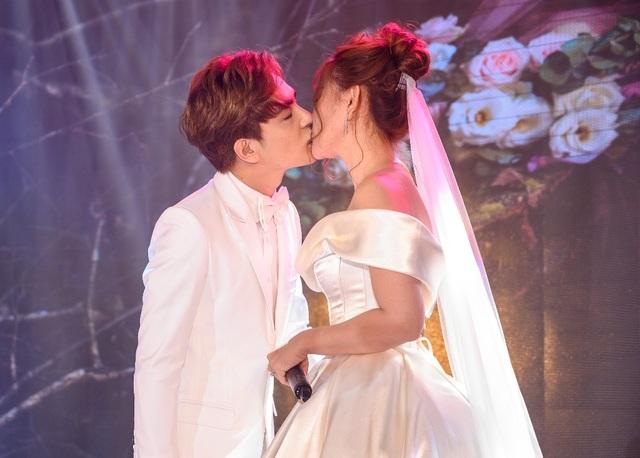 Ca sĩ Thu Thủy và chồng kém 10 tuổi hạnh phúc trong tiệc cưới - 26