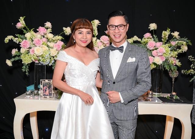 Ca sĩ Thu Thủy và chồng kém 10 tuổi hạnh phúc trong tiệc cưới - 10