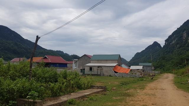 Người dân lay lắt sống tại khu di dân tái định cư thiếu thốn đủ đường! - 16