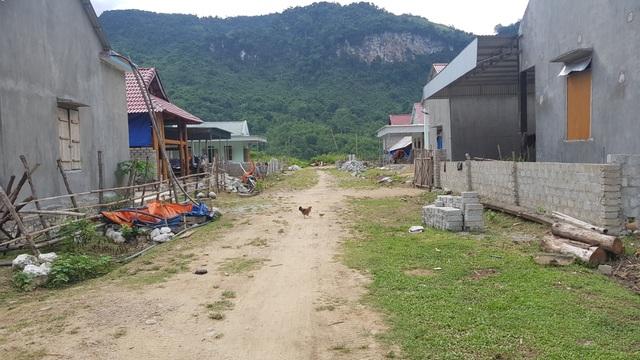 Người dân lay lắt sống tại khu di dân tái định cư thiếu thốn đủ đường! - 11