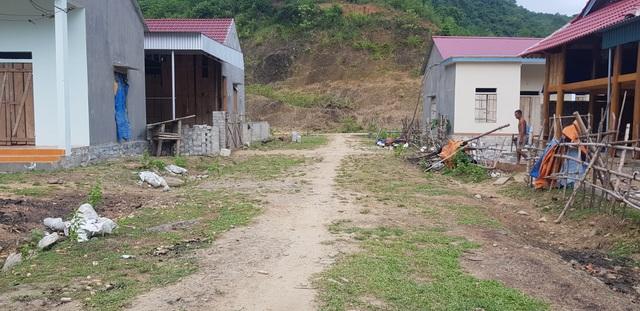 Người dân lay lắt sống tại khu di dân tái định cư thiếu thốn đủ đường! - 13