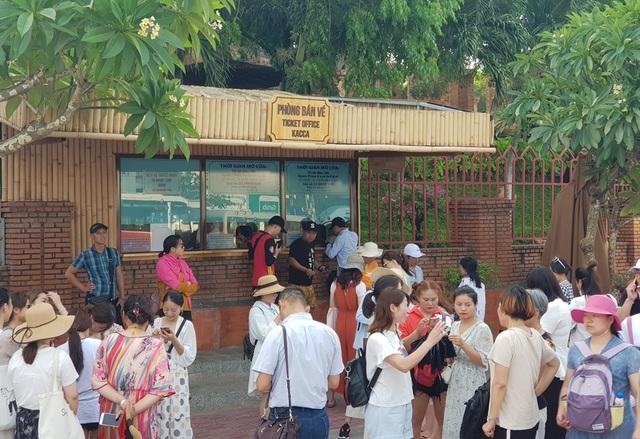 Khánh Hòa đón hơn 6,1 triệu lượt khách lưu trú sau 10 tháng - 1