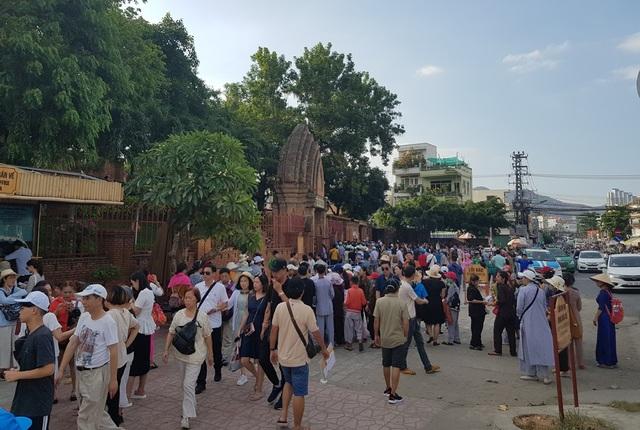 Khánh Hòa: Du khách lưu trú đạt hơn 4,1 triệu lượt trong 7 tháng - 1