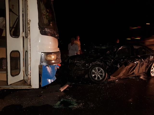 Chủ tịch huyện bị thương nặng sau va chạm giữa xe con và xe chở công nhân - 3