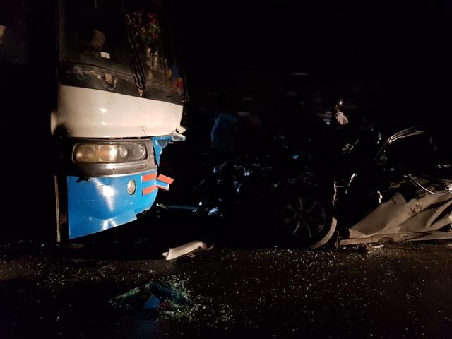 Chủ tịch huyện bị thương nặng sau va chạm giữa xe con và xe chở công nhân - 2