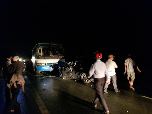 Chủ tịch huyện bị thương nặng sau va chạm giữa xe con và xe chở công nhân - 1