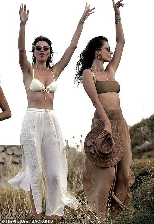 Alessandra Ambrosio khoe dáng thon trong kỳ nghỉ ở Hi Lạp - 8