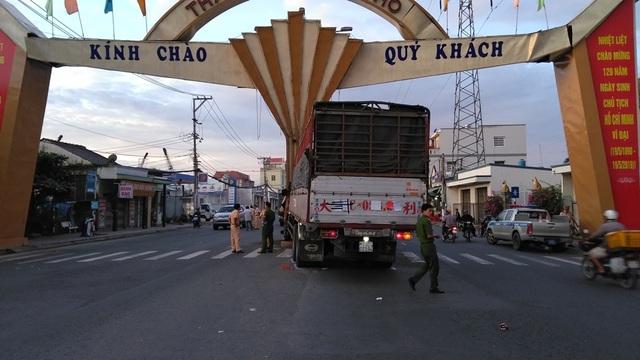 Xe tải tông sập cổng chào thành phố Mỹ Tho - 2