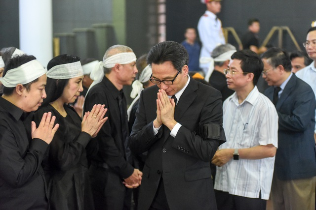 Hàng nghìn người tới tiễn đưa GS Hoàng Tụy về nơi an nghỉ cuối cùng - 7