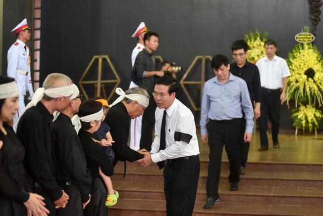 Hàng nghìn người tới tiễn đưa GS Hoàng Tụy về nơi an nghỉ cuối cùng - 5