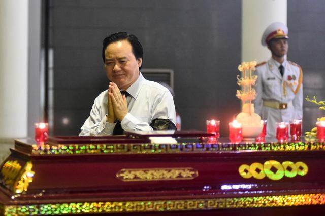 Hàng nghìn người tới tiễn đưa GS Hoàng Tụy về nơi an nghỉ cuối cùng - 8