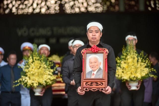 Hàng nghìn người tới tiễn đưa GS Hoàng Tụy về nơi an nghỉ cuối cùng - 12