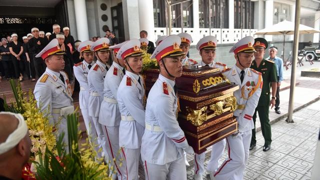Hàng nghìn người tới tiễn đưa GS Hoàng Tụy về nơi an nghỉ cuối cùng - 13