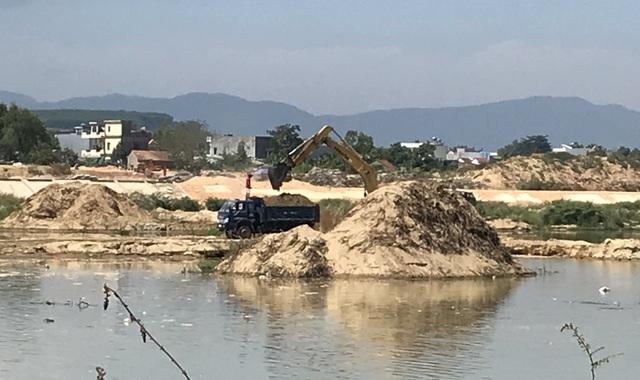 Doanh nghiệp khai thác cát sai phép, dân lo sông nuốt nhà - 1