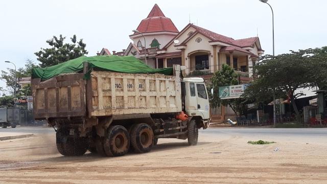Doanh nghiệp khai thác cát sai phép, dân lo sông nuốt nhà - 4