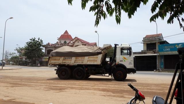 Doanh nghiệp khai thác cát sai phép, dân lo sông nuốt nhà - 5
