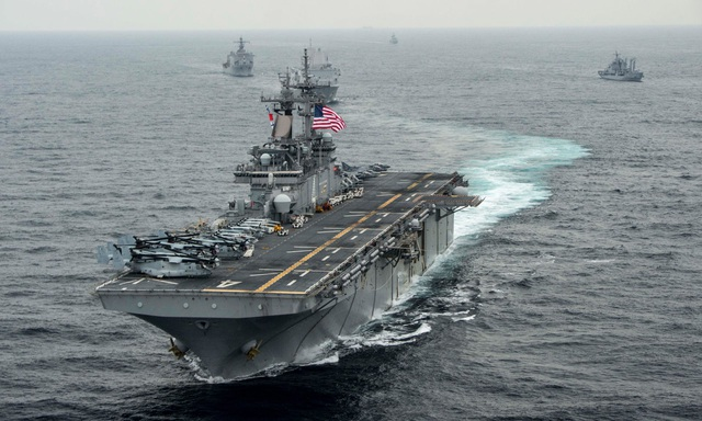 """""""Chảo lửa"""" vùng Vịnh thêm căng thẳng sau vụ Mỹ bắn rơi máy bay Iran - 1"""