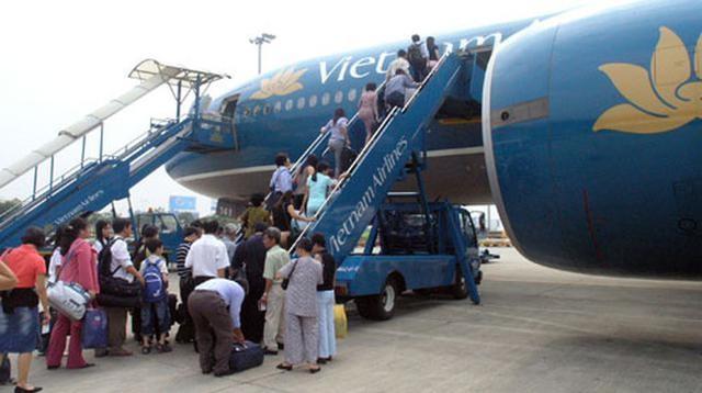Nhân viên hàng không trao trả hàng trăm triệu đồng khách để quên khi đi máy bay - 2