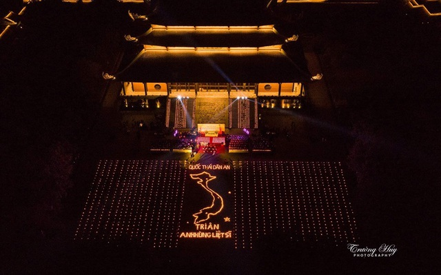 Hơn 2.000 người thắp hoa đăng tri ân các Anh hùng liệt sỹ ở ngôi chùa nhiều kỷ lục Việt Nam - 3