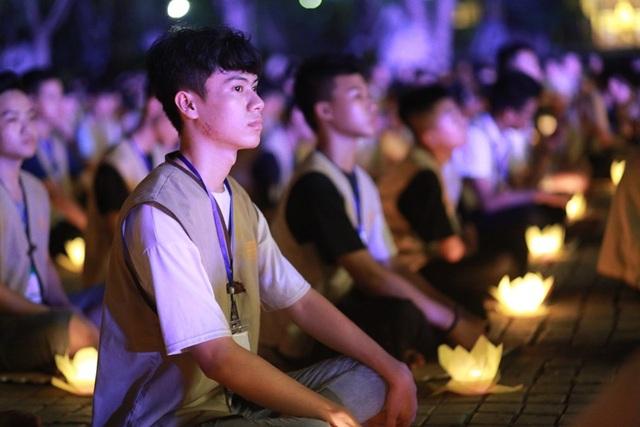 Hơn 2.000 người thắp hoa đăng tri ân các Anh hùng liệt sỹ ở ngôi chùa nhiều kỷ lục Việt Nam - 4