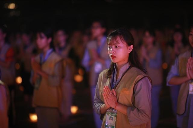 Hơn 2.000 người thắp hoa đăng tri ân các Anh hùng liệt sỹ ở ngôi chùa nhiều kỷ lục Việt Nam - 7