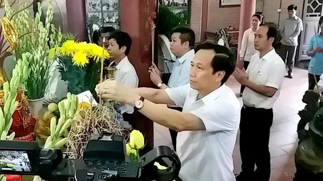 Bộ trưởng Bộ LĐ-TB&XH dâng hương tưởng niệm các anh hùng, liệt sĩ tại Thái Nguyên - 2