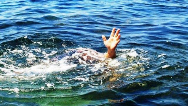 Người mẹ chết lặng khi phát hiện 2 con nhỏ đuối nước dưới ao - 1