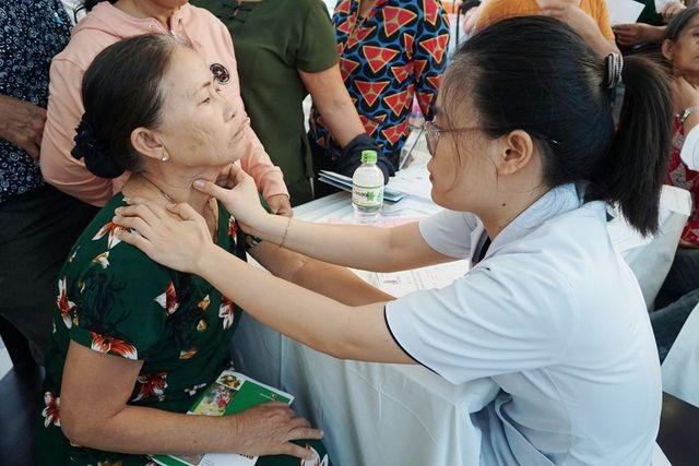 Đà Nẵng khám sàng lọc miễn phí bệnh lý tuyến giáp cho người dân - 1