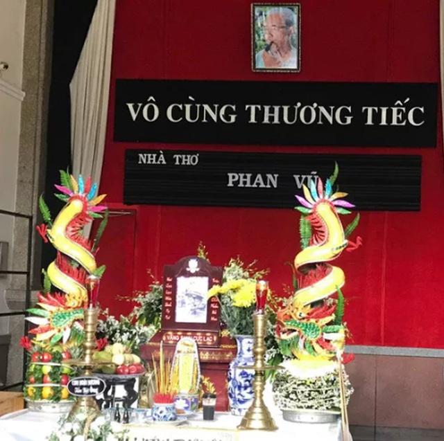 Tiễn đưa nhà thơ Phan Vũ về nơi an nghỉ cuối cùng - 1