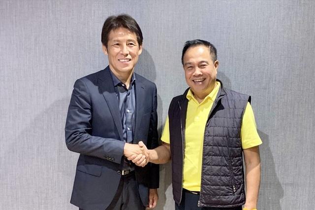 Đồng ý dẫn dắt đội tuyển Thái Lan, HLV Nishino nhận mức lương kỷ lục - 1