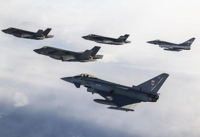 S-300 và S-400 có đánh bại máy bay tàng hình Mỹ? - 2