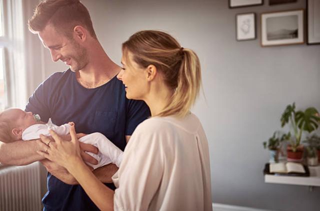 8 cách để củng cố hôn nhân vững mạnh hơn khi vừa lên chức cha mẹ - 1