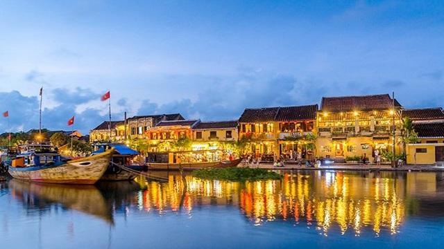 Đêm rằm Hội An: Ấn tượng khó quên với tiếng hát Hà Anh Tuấn bên dòng sông Hoài thơ mộng - 1