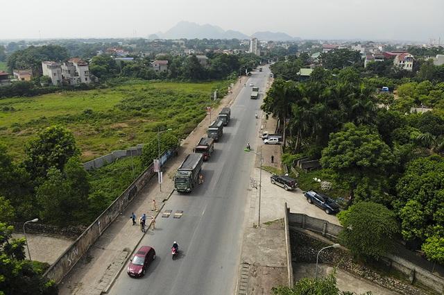 Hàng loạt xe quá khổ, quá tải bị xử lý trên đường mòn Hồ Chí Minh - 1