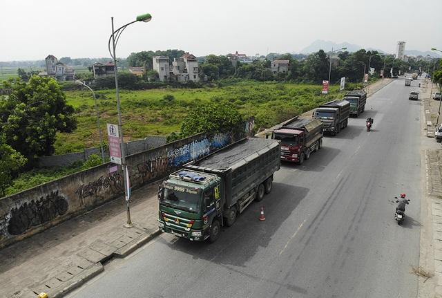 Hàng loạt xe quá khổ, quá tải bị xử lý trên đường mòn Hồ Chí Minh - 8