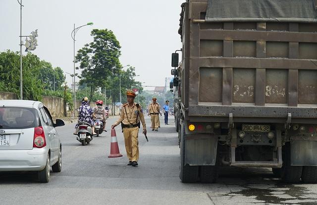 Hàng loạt xe quá khổ, quá tải bị xử lý trên đường mòn Hồ Chí Minh - 4