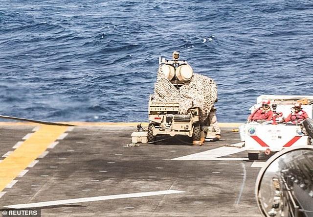 """""""Sát thủ diệt UAV"""" trên boong tàu chiến Mỹ nghi bắn rơi máy bay Iran - 1"""